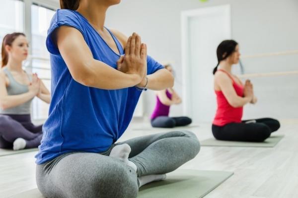 Photo of 5 простейших упражнений из йоги, которые помогут сжечь жир на животе