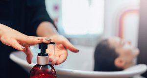 Чим відрізняється професійний шампунь від звичайного шампуню